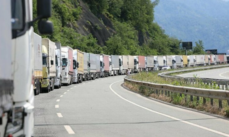 Turkish trucks are not let in Georgia unless they bribe border police, says CHP MP