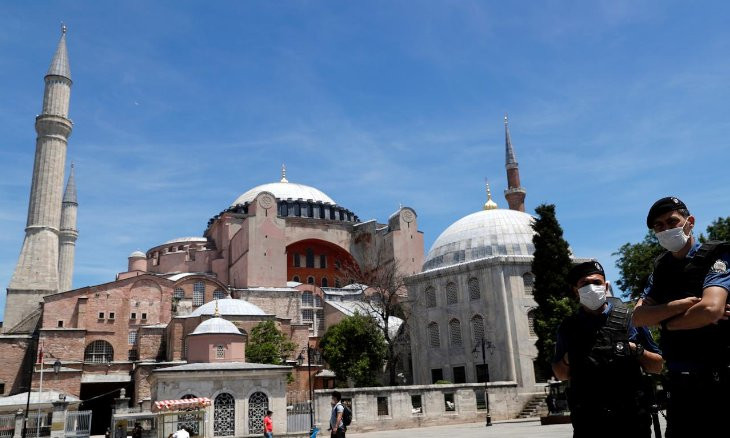 Ruling AKP turns down proposal to open Hagia Sophia for prayers