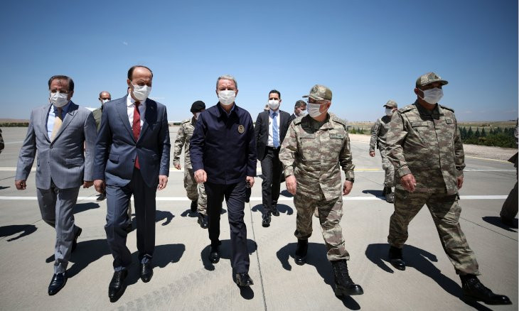 Turkish Defense Minister Akar, top military officials visit Syrian border