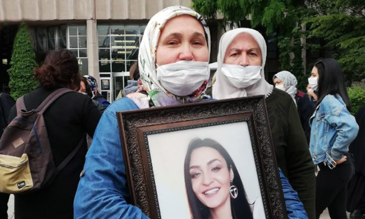 Mother seeks justice for daughter 'killed by boyfriend' by protesting in front of Ankara courthouse