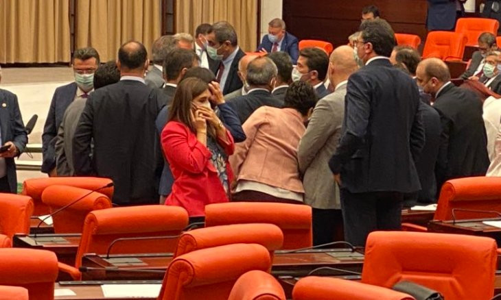 MHP chairman orders deputy to apologize for throwing punch at CHP MP Özel