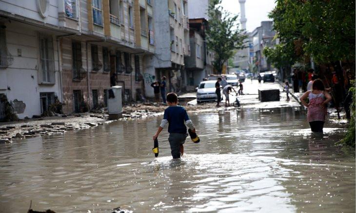 One person dies as heavy rains strike Istanbul