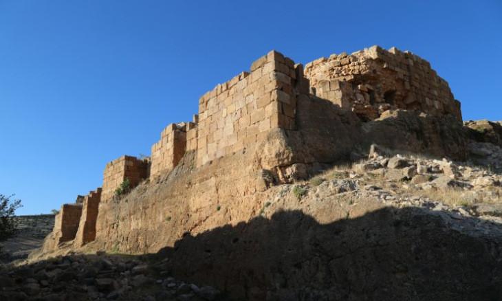 Wind energy plant threatens historic Rabat Castle in Mardin