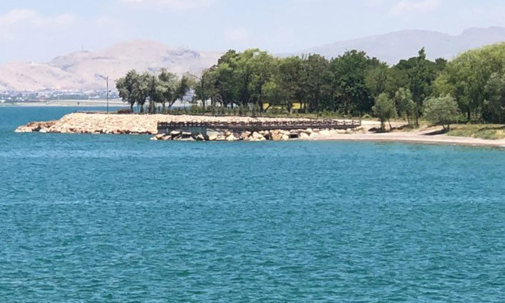 Turkish gov't violates shorelines law with holiday resorts on southeastern Van Lake