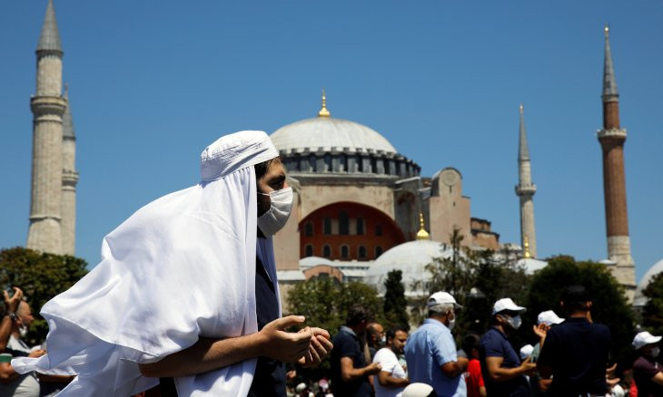 Fundamentalists march on Istanbul's streets after praying at Hagia Sophia