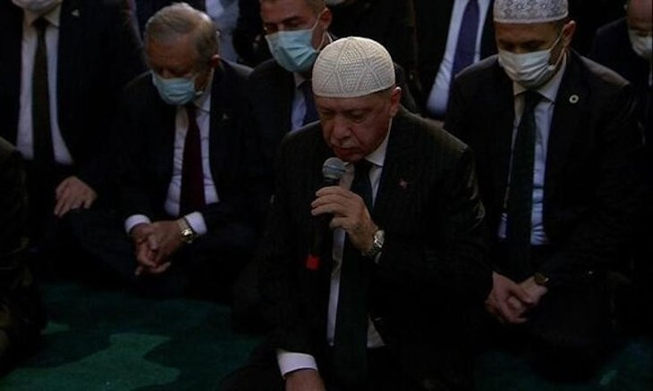 Erdoğan recites the Quran at Hagia Sophia