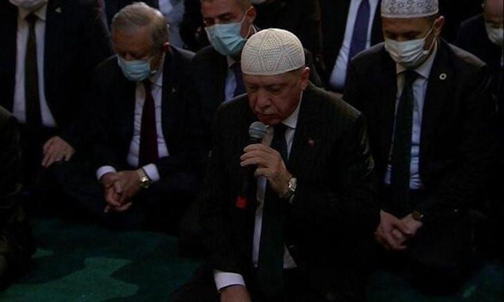 Erdoğan recites the Quran at Hagia Sophia