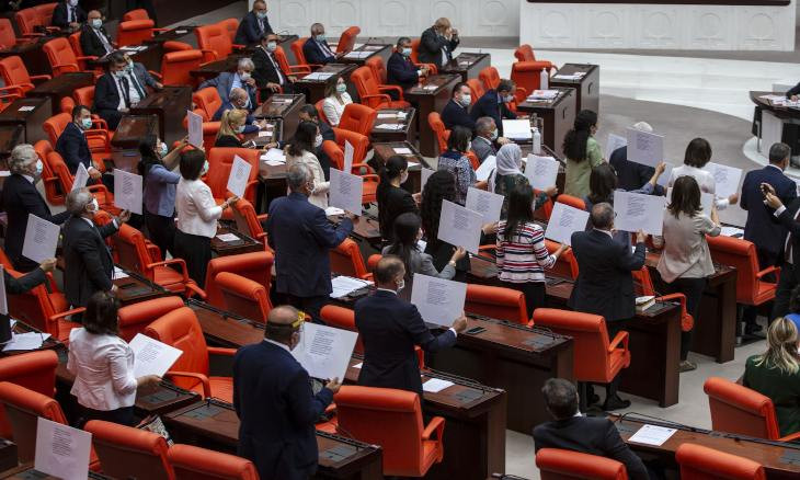 HDP deputies protest bill on decentralizing bars by reading Molierac's words in parliament