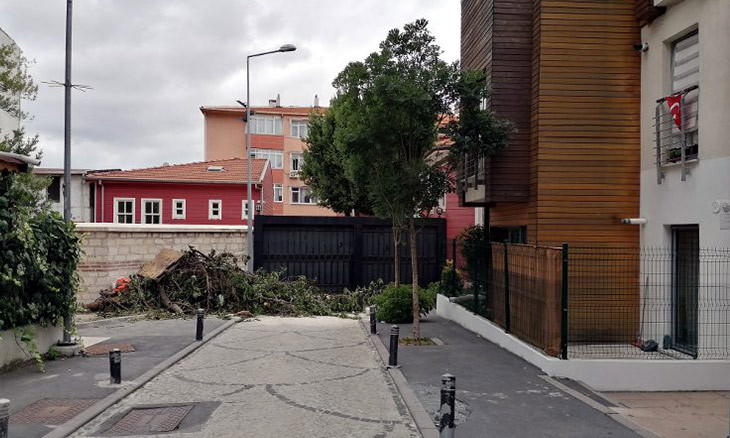 Istanbul Municipality takes down historic block's fences that locals deemed 'borders'