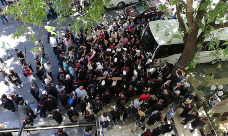 Ankara police blocks lawyers' march to parliament against the AKP bill