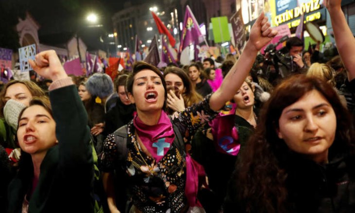 AKP preparing to sue Islamist columnist for calling defenders of Istanbul Convention as 'prostitutes'
