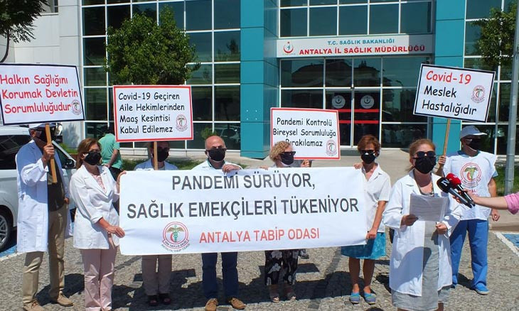 Antalya health workers protest death of coworkers with black masks
