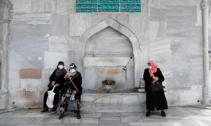 Istanbul restricts indoor ceremonies as COVID-19 cases, deaths rise