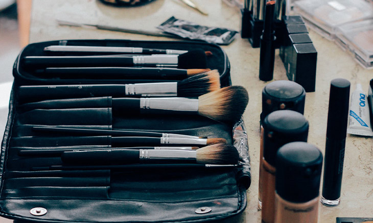 Exchanging make-up can spread COVID-19 quickly, Turkish expert warns