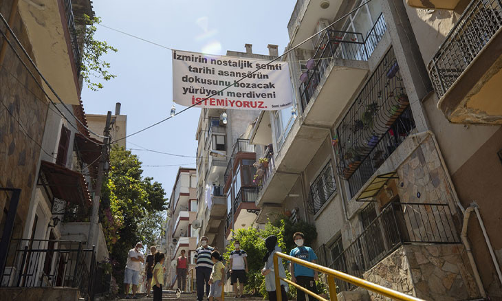 İzmir residents block escalator construction in historic neighborhood