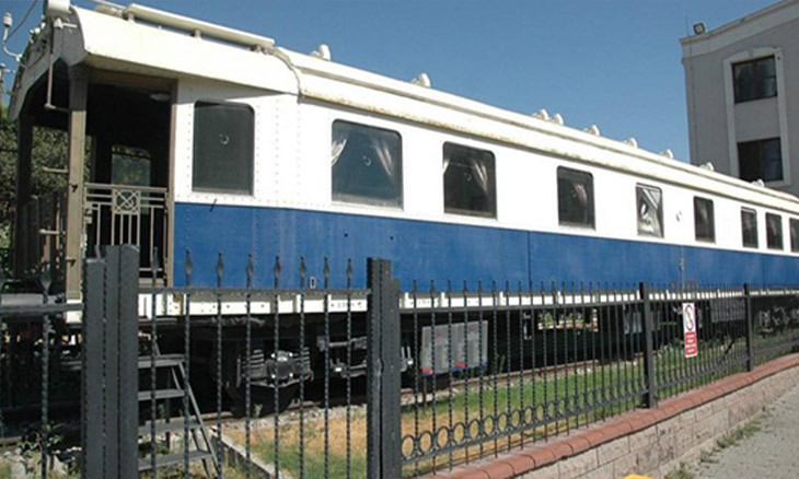 Atatürk's iconic white train car removed from display in Aegean İzmir