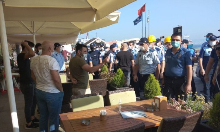 Istanbul municipality demolishes cafes said to be unlicensed on Heybeliada, meets with fierce criticism