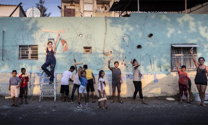 University artists, children in Mersin turn neighborhood into 'monument of Roma culture'