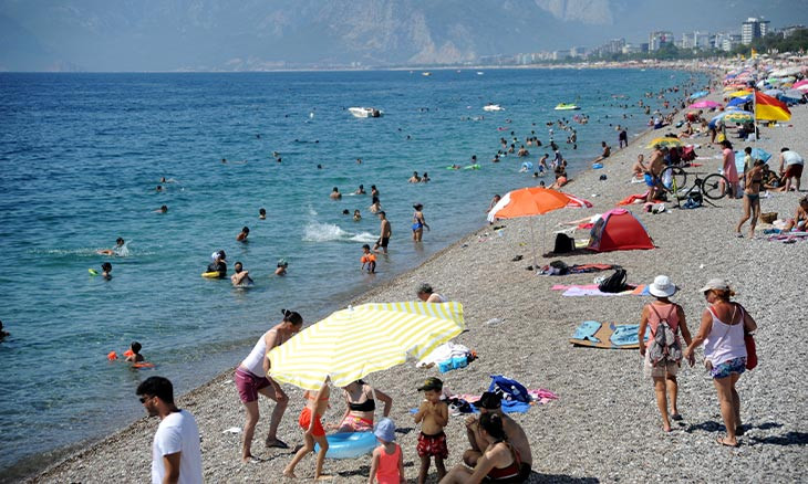 'Severity of COVID-19 veiled from public in Turkey's top vacation hub, 400 diagnoses observed daily'
