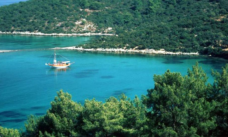 Aegean bay Gökova will 'cease to exist' amid rezoning for construction, mayor warns