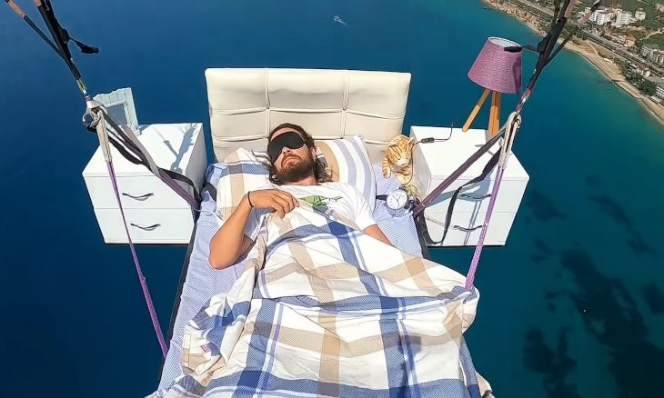 Turkish paraglider takes a nap while flying over Turkey's Antalya