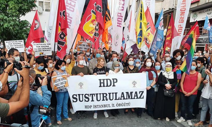 HDP protests Kobane detentions outside Turkish parliament