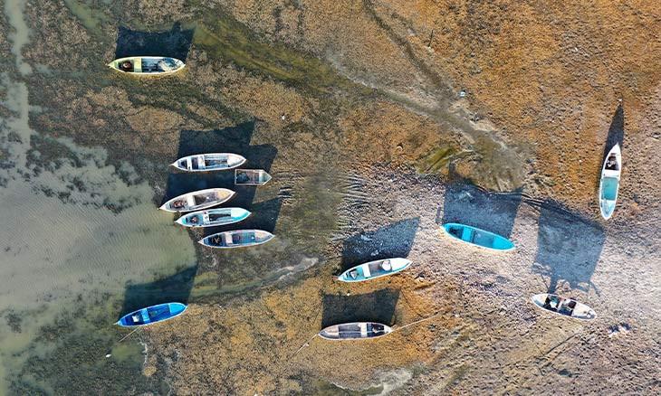 Drought threatens livelihood of fishermen in western Turkey lake