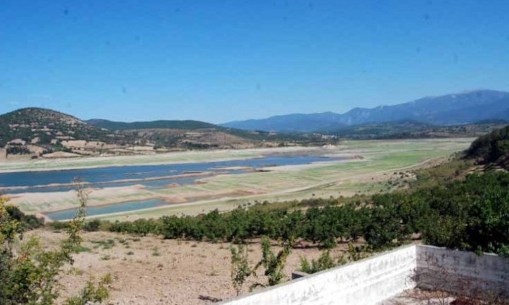 Thousands of farmers in Western Turkey deprived of water for crops amid drought