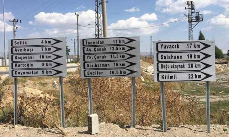 Road signs in Kurdish taken down in southeast Turkey