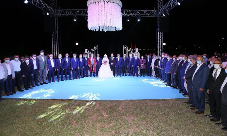 AKP officials violate COVID-19 precautions at wedding ceremony of lawmaker's son