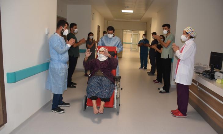 120-year-old Turkish woman beats coronavirus