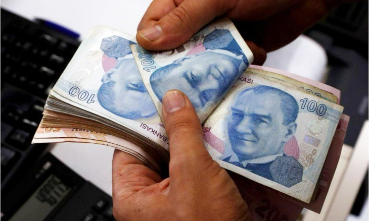 Turkey's central bank keeps rate on hold that sends lira to new low