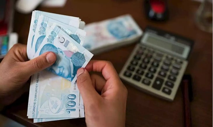 Turkish Central Bank says it has no target on exchange rates as lira plunges to another record low