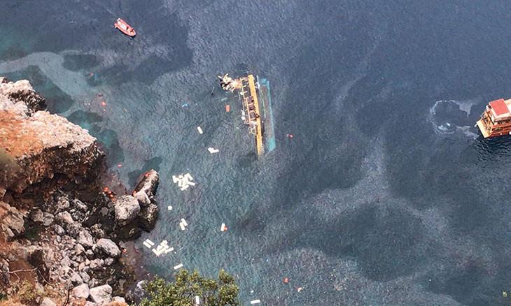 One dies after tourist boat capsizes off Mediterranean Antalya coast
