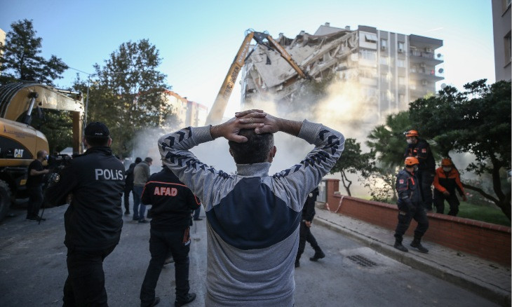 Seven people, including contractors, arrested over collapse of buildings in major İzmir quake